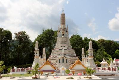 タイ王国の寺院「ワット・アルン」