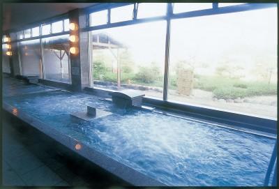 【大浴場】完全源泉掛け流し風呂 登場!広々とした空間でゆったりお寛ぎ下さい。