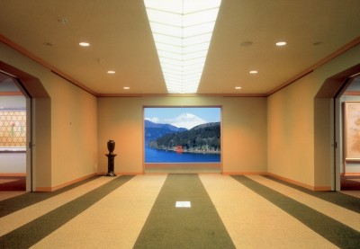 成川美術館「通路より富士山」