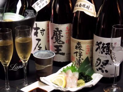 プレミアム焼酎3M(森伊蔵・村尾・魔王)、山口県の銘酒!!獺祭など、美味しいお酒を取り揃えています。